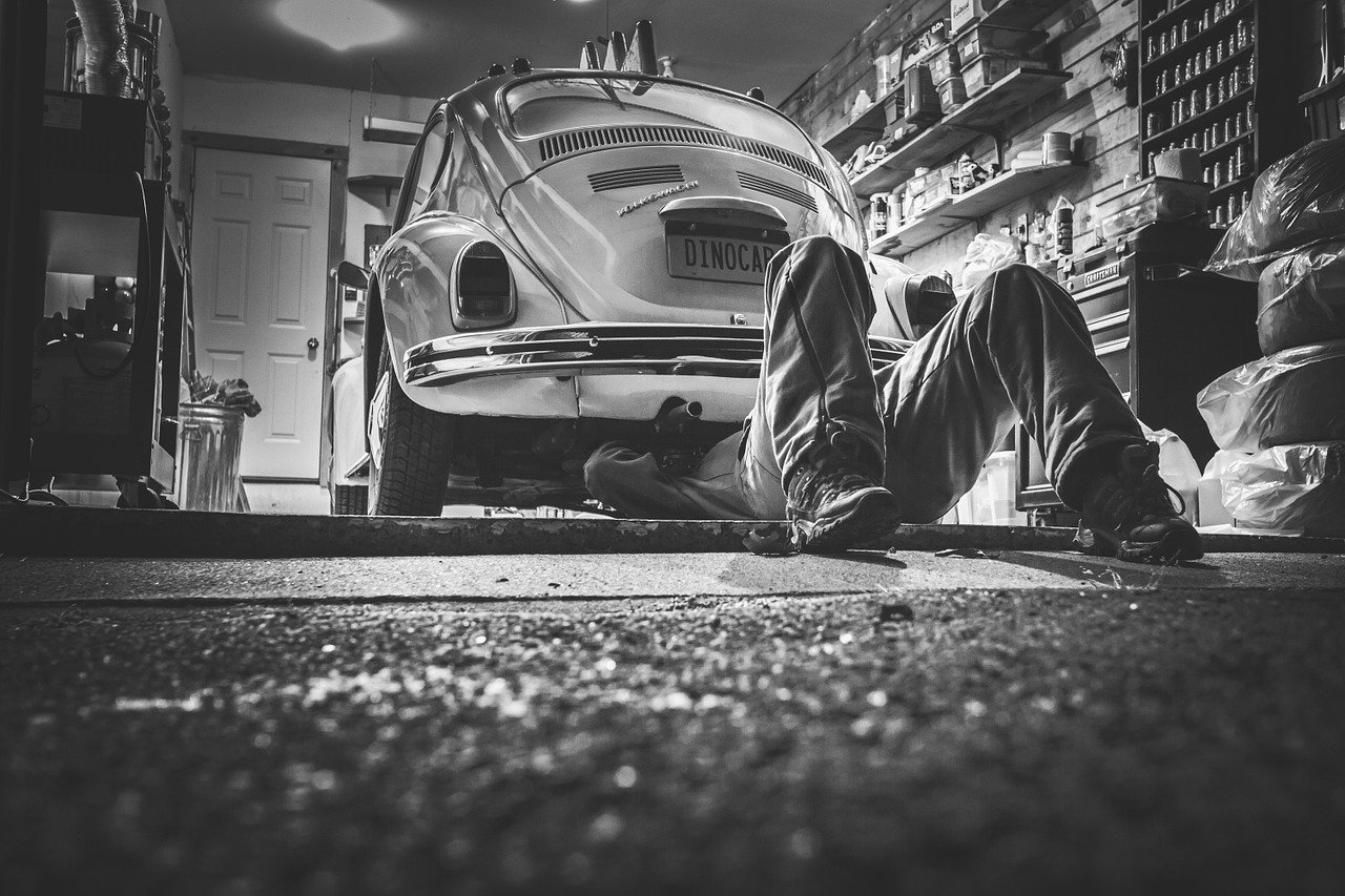 Car Repair Car Workshop Repair Shop  - RyanMcGuire / Pixabay