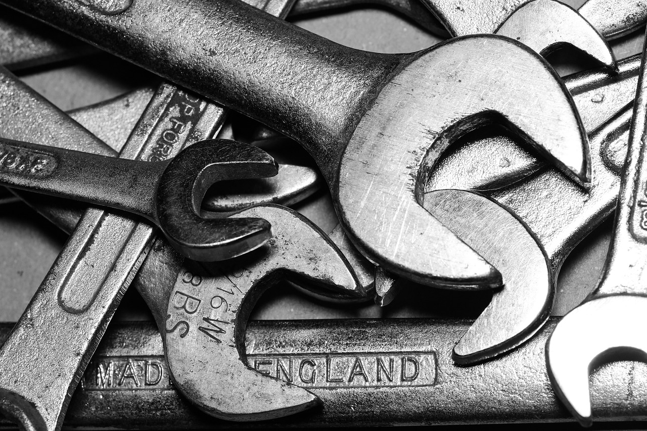 Spanner Tools Wrench Equipment  - chrisreadingfoto / Pixabay